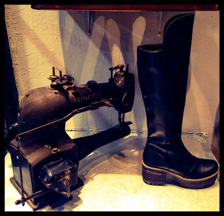Bota cuero negro #boots #black #leather #handmade #design #vitacura #moda #top #hechoenchile #botas #calidad #estilo #cueronatural