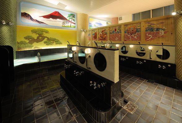 文京区千駄木ご利益気分な銭湯_ふくの湯_大黒の湯_浴室入り口から赤富士ペンキ絵を望む