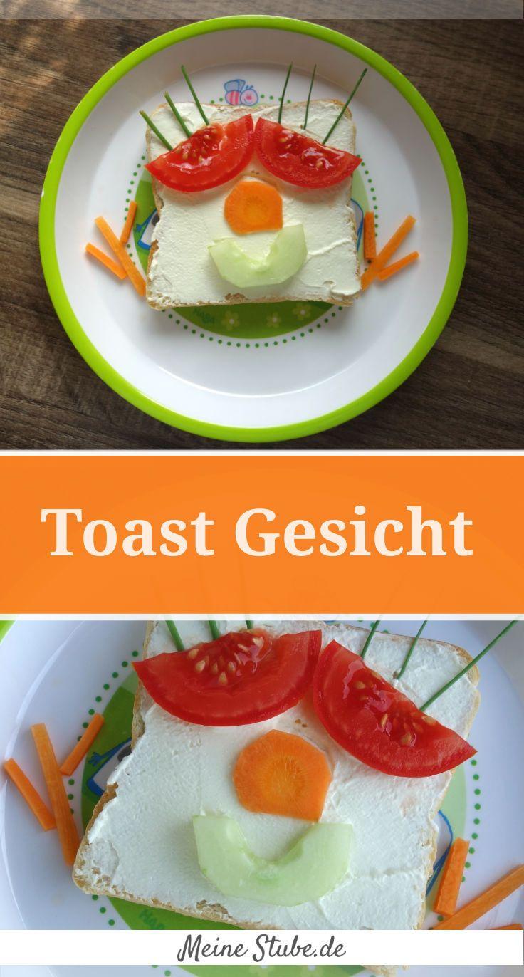 Toast Gesicht mit Frischkäse, Gurke, Tomate, Möhre und Schnittlauch. Idee für Kinder-Essen.