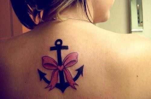 tatuagem feminina ancora com laço