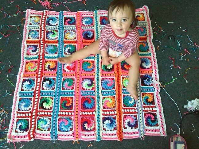 Crochet baby blanket- bobble spirals