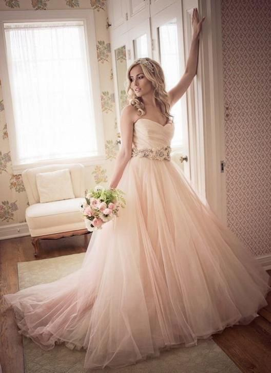 Supermooie Blush roze prinsessen bruidsjurk van zacht tule