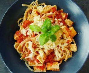«Recept» Špagety s uzeným tofu v rajčatové omáčce