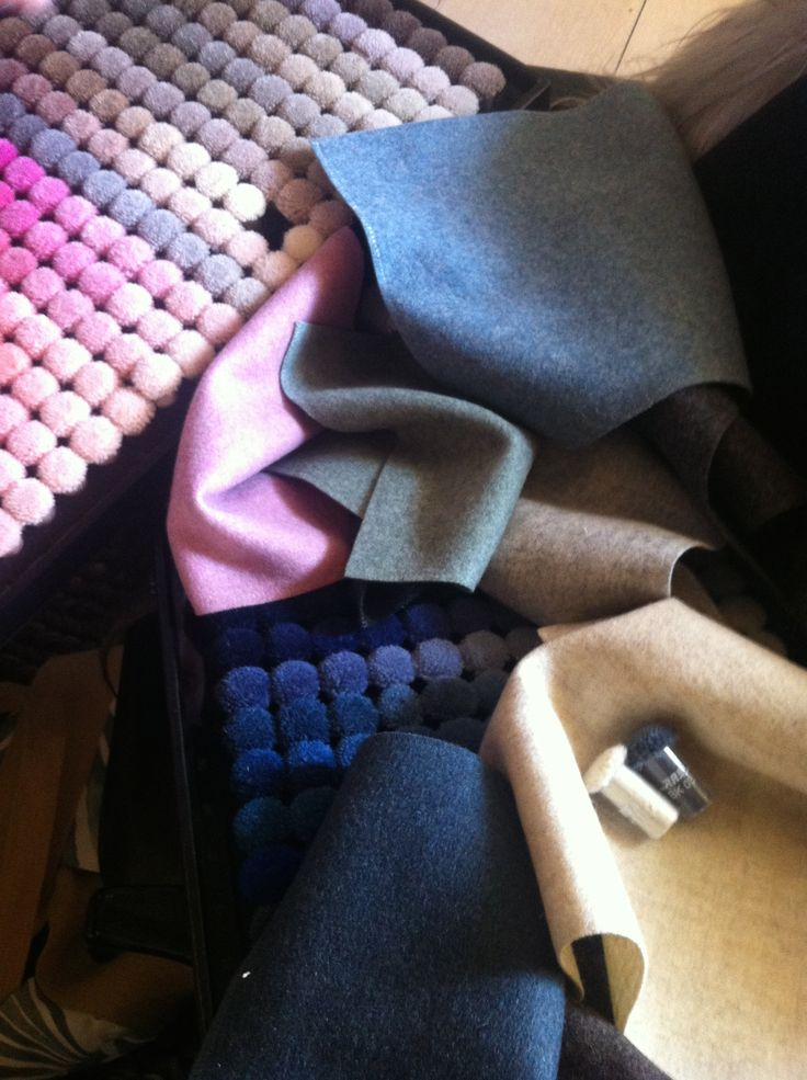 Matching colours for personalised rugs www.najautzonpopov.com
