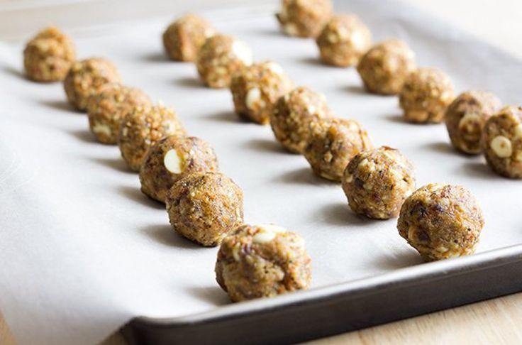 Notre recette de boules d'énergies de gâteaux aux carottes est toute simple et rapide à cuisiner. C'est bon à s'en lécher les doigts.