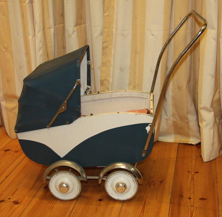 Poppenwagen uit museum