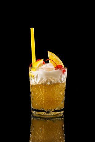 Der Amaretto Sour ist ein erfrischender Cocktail, der nicht zu viel Alkohol enthält.