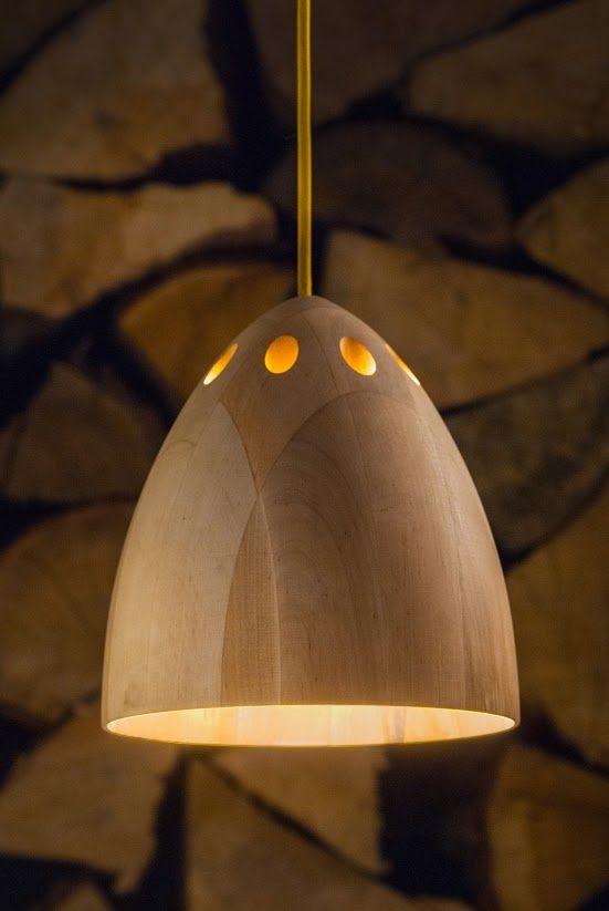 Drewniana lampa wisząca Silva o średnicy około 20 cm. Wykonana ręcznie w polskiej pracowni. Ociepli każde wnętrze http://gotowewnetrza.pl/sklep/lampa-wiszaca-sliva/