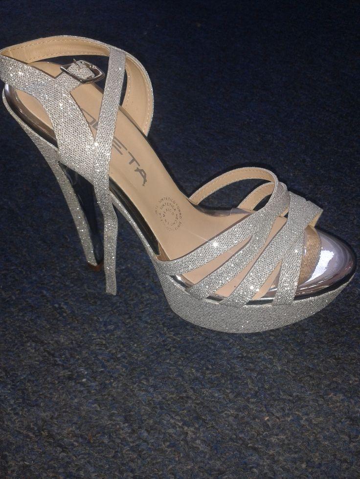 Zapatilla color plata