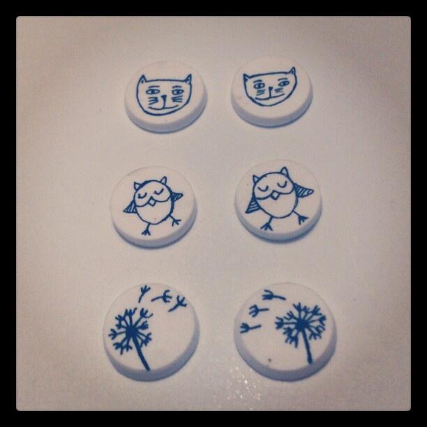 """@line_cecilie85's photo: """"Flere idéer på #tegnebrættet - #krympeplast #tegning #cat #dandelion #kat #mælkebøtte #owl #ugle #krea #ørestikker #earrings #shrinkplastic"""""""