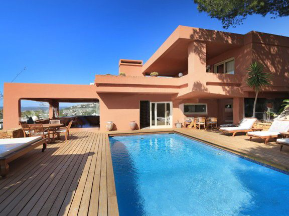 Cap Martinet / Ibiza Ref. VC-041 Beautiful house located in a high area with fantastic panoramic views over the sea, dalt vila and fomentera, near Cala Talamanca, Ibiza and Jesus. - Land: 12.000 m2 - House: 250 m2 - 4 bedrooms / 3 bathrooms