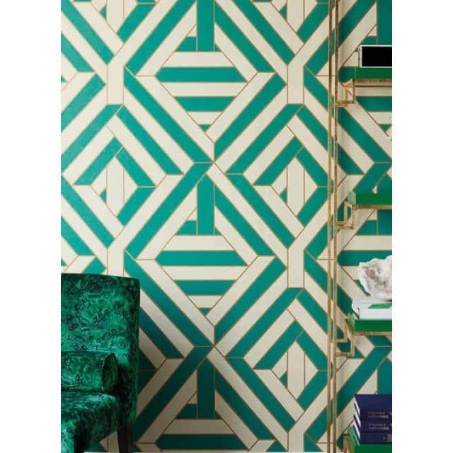 """Wynwood - Geometrische Tapete von Nobilis, glatte VliestapeteWynwood zeigt ein geometrisches Muster in Fliesenoptik. Die """"Fugen"""" zeichnen sich durch einen besonderen metallischen Glanz aus.Erhältlich in neun Farbgebungen."""