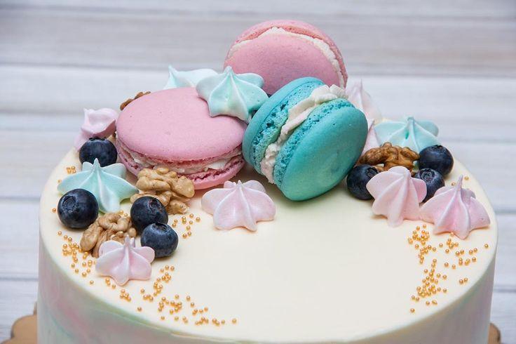 Ten dort má skvělé barevné kombinace fakt se mi líbí.  #dort #cake #krem #mrkvovýdort #carrotcake #macarons #macaron #makronky #narozeniny #happybirthday #narozeninovydort #dortpoděbrady #instafood #instasweet #dortprodĕti #pečení #cukroví #sweetcakes #yummy #czech #czechrepublic #poděbrady #praha #nymburk #kolin #Pardubice #VelkýOsek #Pečky
