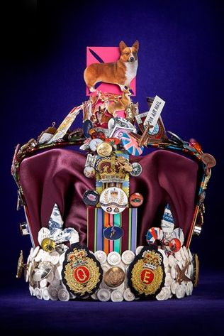 via Buzz Feed: harrod's had designers do a new crown for the Queen of England. This is by Paul Smith. I WANT THIS!!!: Jubilee Crowns, Queen Diamonds, Crowns Design, Paulsmith, Paul Smith, Queens, The Queen, Harrods, Diamonds Jubilee