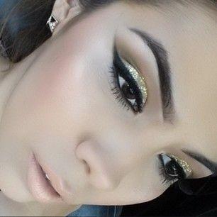 Beautiful makeup and brows!