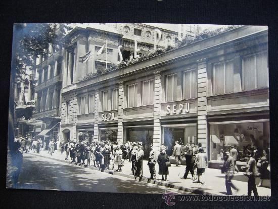 """Almacenes Sepu.1934. (Sociedad Española de Precios Únicos) .""""Quien calcula compra en SEPU"""", fue el popular eslogan de los almacenes sitos en La Rambla Canaletas, muy cerca de la Plaza Cataluña. Un mes más tarde se abría la sucursal de Madrid y un año más tarde, la de Zaragoza. Barcelona."""