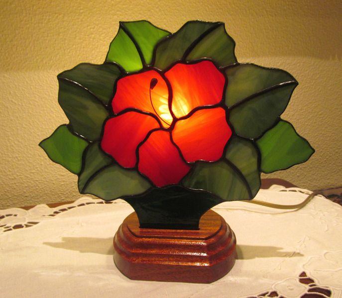 ¿Busca un regalo único? Aquí usted encuentra objetos varios realizados en vidrios con la tecnica del Vitral Tiffany  ღ HIBISCO ROJO, FLOR DE LA PASÍON  ღ   Lámpara de abanico realizada en...