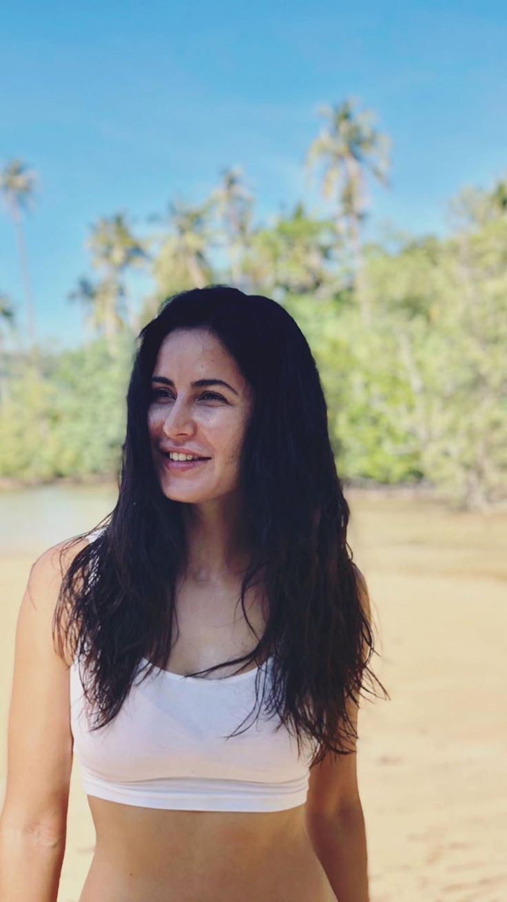 Katrina kaif Follow @aRchit3298 on Twitter #beautiful #hot #traditional #fashion #beauty #cute #adorable #style #glamour #gorgeous #stunning #hotness #hottest #smile #sexy #bollywood #hollywood #success #pretty #life #daily #fitness #yoga #princess