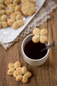 Biscotti al cocco con sparabiscotti