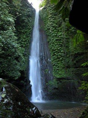 Wisata Lombok yang alami di air terjun Lombok. yuuk kunjungi buruan !! http://lomboktourplus.com