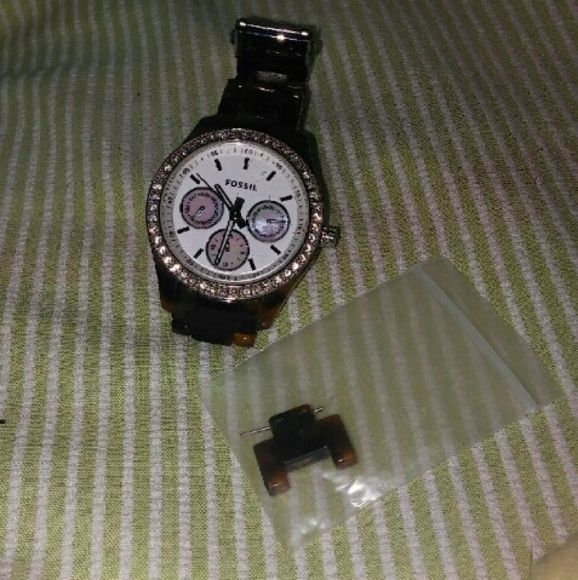Womens Tortoise Fossil Watch BATTERY DOES NOT FUNCTION. Is missing one diamond at 11 o'clock mark. Has a few scratches on face, minor wear on band. Comes with (1) link, as shown kn the first picture! Open to offers :-) Fossil Accessories Watches