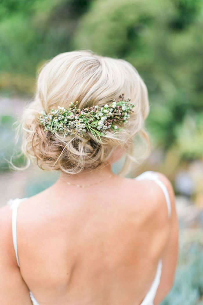 Your garden wedding theme can extend to your hair with this gorgeous floral piece #gardenwedding