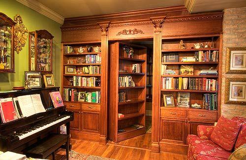 Boekenkast als een geheime deur. Heb je altijd zelf zo'n geheime deur willen bouwen? Mancave heeft een aantal voorbeelden van geheime deuren voor je!