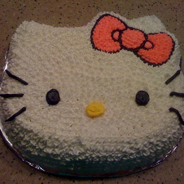Hello kitty birthday cake! Someone please make me this cake for my birthday lol