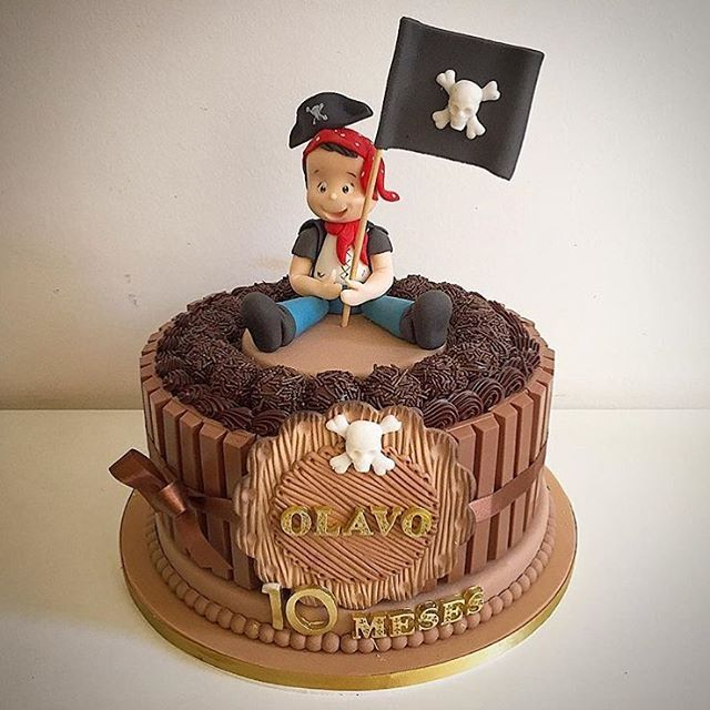 Bolo Kit Kat decorado para festa Pirata. . By: @felipeoliveira.official #DentroDaFesta. . . #party #ideias #festa #cake #design #sweet #cakelook #birthdaycake #decoracao #decoracaoinfantil #instagram #instacelebrate #instacake #instaparty #fiestainfantil #pirata #pirate #menino #festamenino #boy #kitkat #haveabreak #haveakitkat