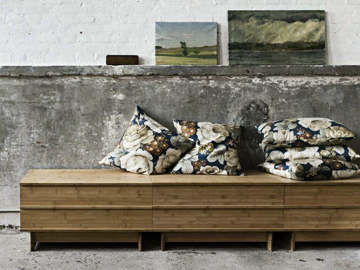 Panca contenitore modulare in bambù CORRELATIONS BENCH by We Do Wood design Sebastian Jørgensen