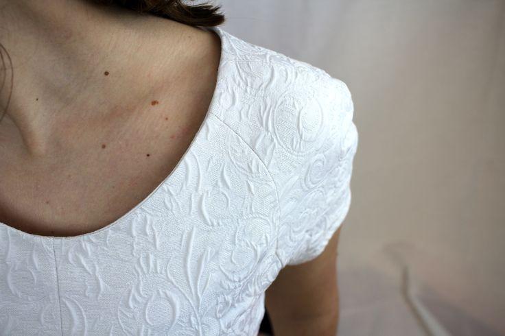 Warum nicht den schönsten Tag des Lebens in einem secondhand Kleid verbringen? Du sparst nicht nur Geld, auch hat das Kleid schon eine schöne Geschichte zu erzählen! Leg los und kaufe oder verkaufe dein Hochzeitsoutfit auf gebraucht.de
