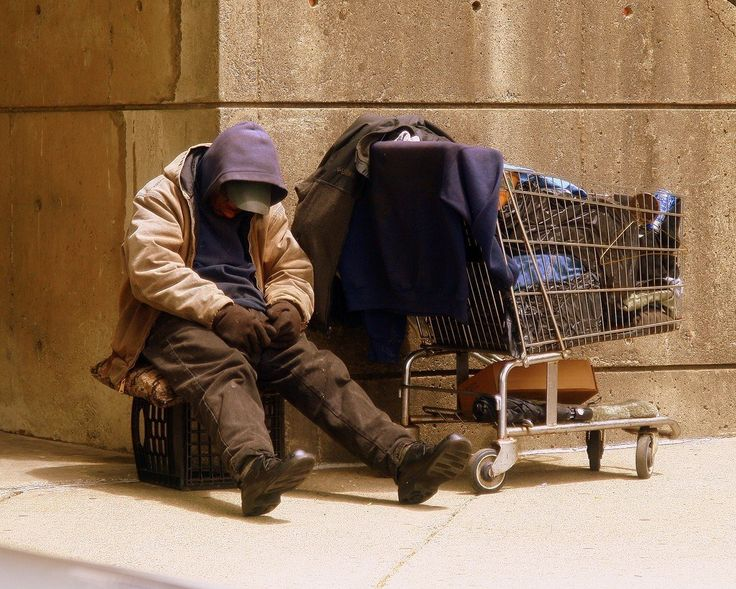 Furious Judge throws out case against a homeless man begging for 10 pence