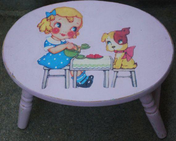 Light Pink Pouco chique gasto escadinha-up (Menina do vintage com seu cão de filhote Clip Art)