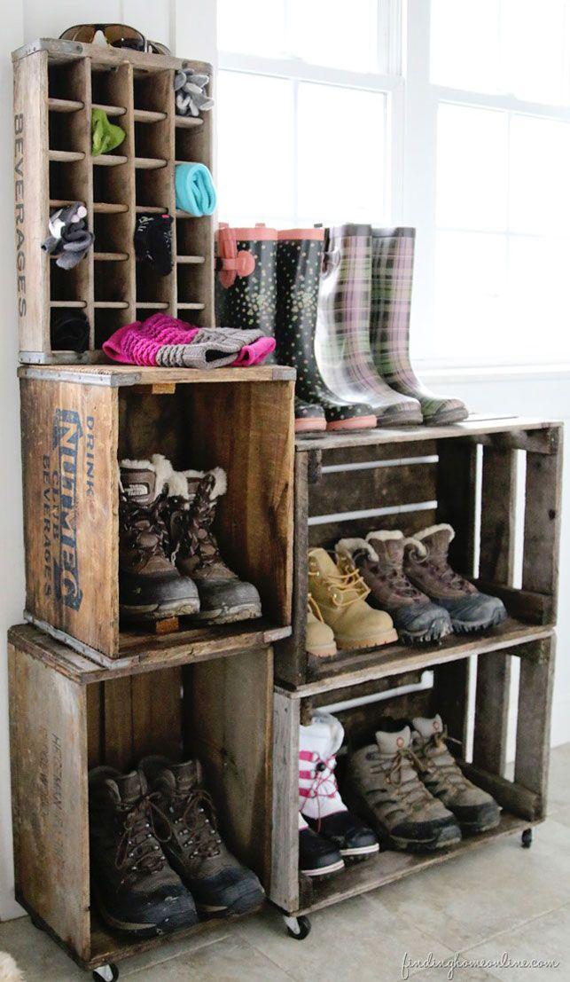 Er du også træt af at falde over skoene i entreen eller soveværelset? Her har vi samlet 23 geniale ideer til, hvordan du kan opbevare dine sko på en smart måde.