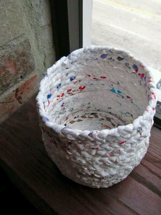 DIY basket out of plastic bags!