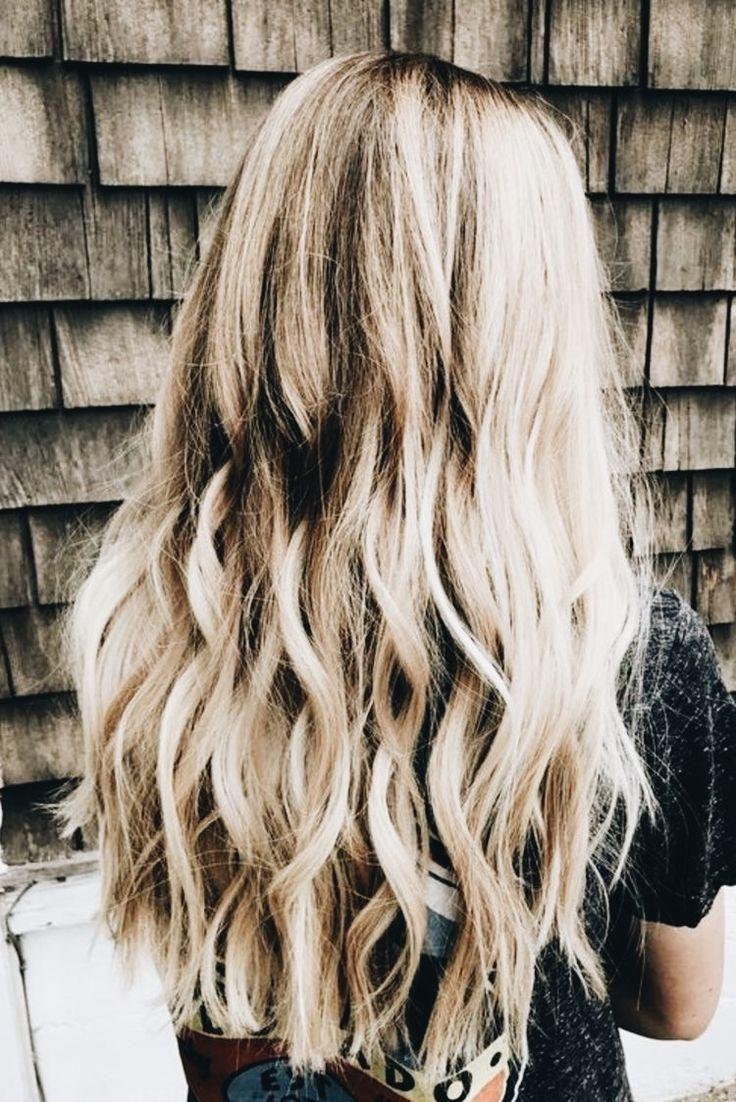 Süß, blond, langes Haar für Mädchen: lockige Frisuren  Lockige