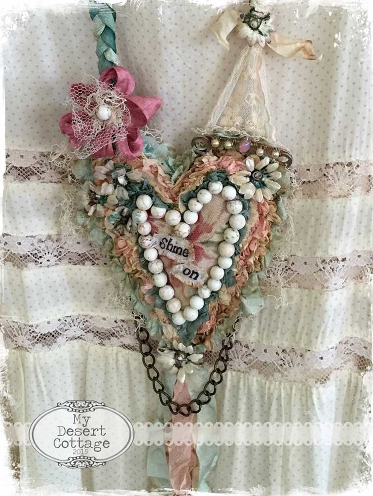 **My Desert Cottage**: Love her textile necklaces! don't know if I could make one, but love the look.