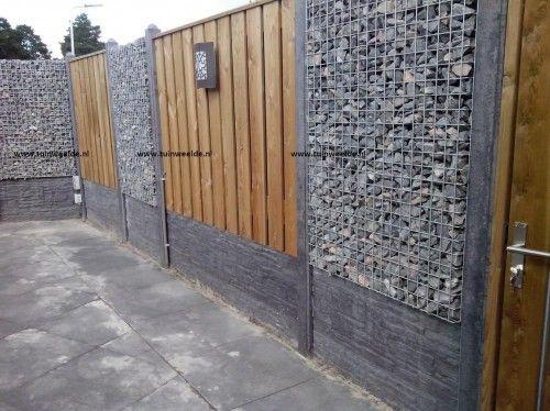 Hout beton schutting gecombineerd met schanskorven verzorgd door www.tuinweelde.nl