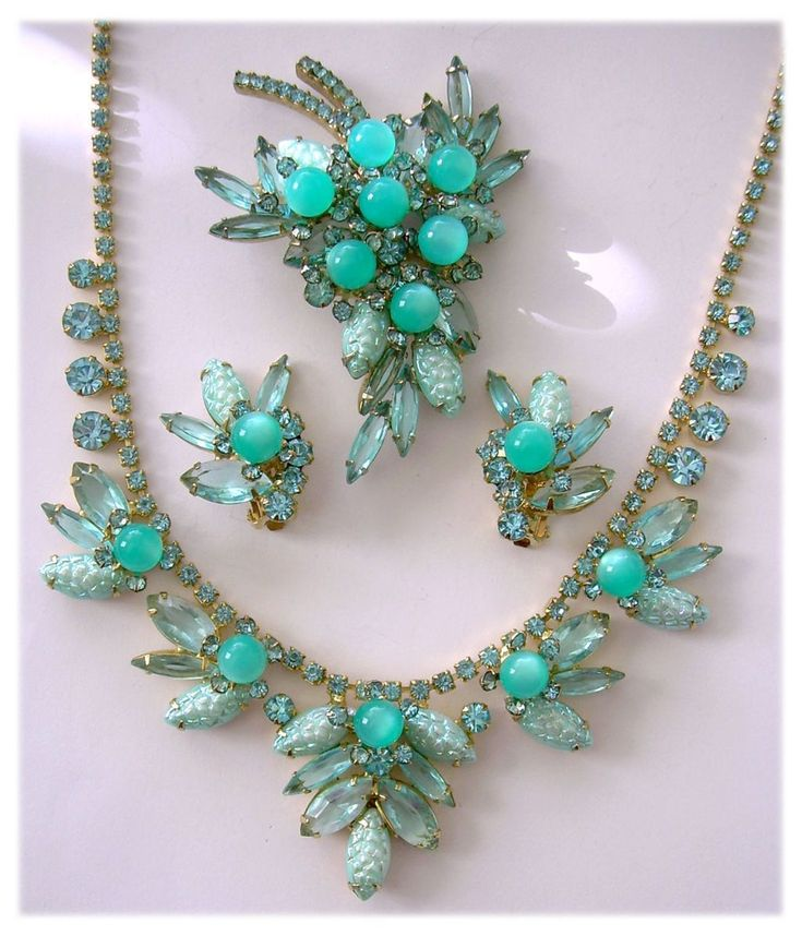 Best 25+ Vintage Costume Jewelry Ideas On Pinterest