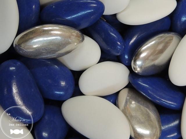 obj-282-dragees-mariage-bapteme-communion-amande-avola-coeur-chocolat-fruites-blanc-argent-dore-bleu-theme-marine.jpg (640×480)