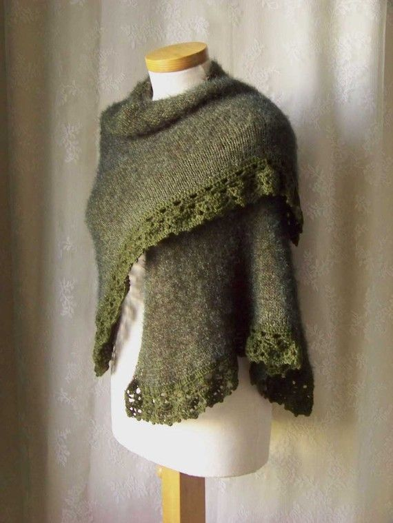 Knit/crochet pattern Green triangle with lace by BernioliesDesigns