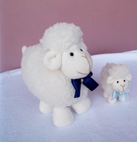 Kit ovelhas - Laço azul claro e marinho ovelhinhas, trio de ovelhas, kit ovelhas, chá de bebê ovelhas, cha de bebe ovelhinhas, decoração ovelhas, decoração ovelhinhas, maternidade, decoração maternidade, chá de fraldas ovelhinhas, decoração ovelhas, carneirinhos, sheep, baby shower, batizado ovelhas, batizado ovelhinhas, tema ovelhinhas, tema carneirinho, ovelha de pelúcia, decoração ovelhas, porta de maternidade ovelhinha