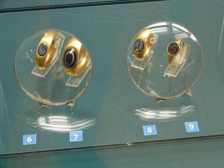 Перстни. Золото, николо, сардоникс, гранат. II – середина III в. н.э., I-II вв. н.э. Finger-rings. Gold, onyx, garnet. 4th - the middle of the 3rd c. AD, 1st-2nd c. AD.