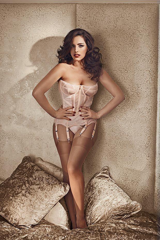 Model: Kelly Brook – 2014 Calendar Preview