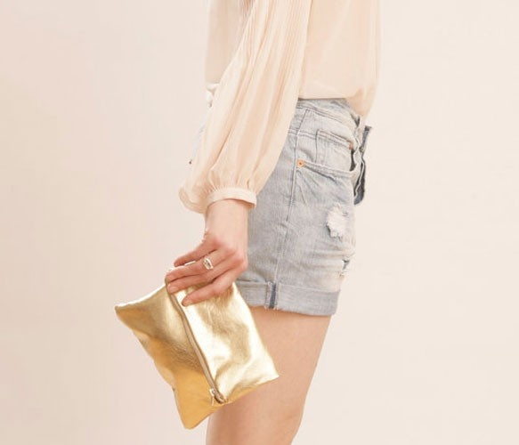 {gold leather pouch} by Grace Designs. love it!: Gold Pouch, Leather Pouch, Gold Leather, Shorts Outfits, Cute Outfits, Leather Clutches, Gold Clutches, Metals Gold, High Waist Shorts
