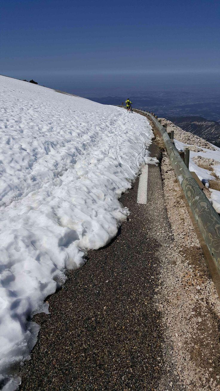 9 avril 2017, col du Ventoux fermé, neige sur le versant