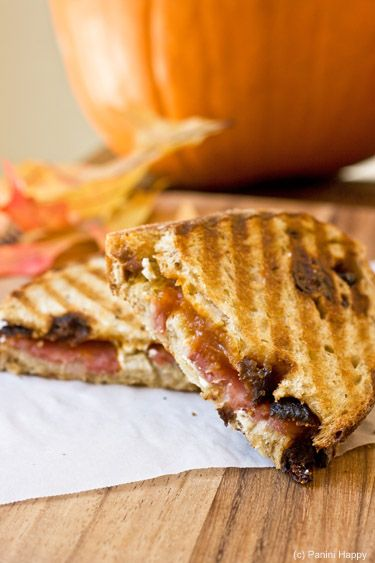 Pumpkin Butter, Sopressata and Goat cheese panini: Goats, Butter Panini, Pumpkins, Cheese Panini Ixnay, Paninis, Butter Sopressata, Goat Cheese, Pumpkin Butter, Cheese Panini Oh