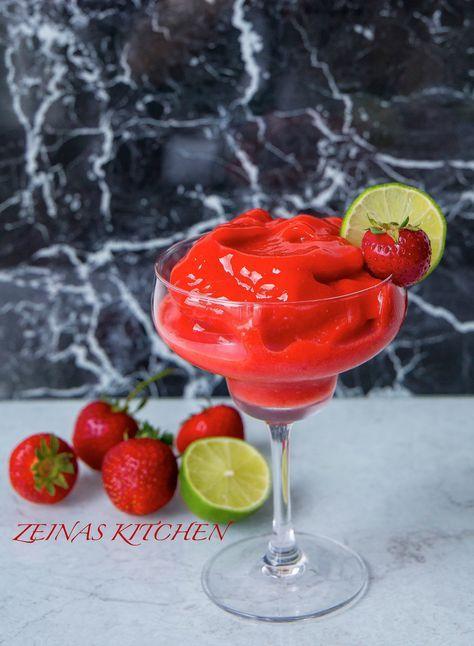 Somrig, festlig och sååååå himla god alkoholfri strawberry daiquiri. Den är en blandning mellan en sorbet, slush och en härlig sommardrink. 2 glas 150 g djupfrysta jordgubbar 2 st lime 33 cl lemon schweppes Recept på virgin mojito hittar du HÄR! Sangriainspererad fruktbål HÄR! Fler alkoholfria drinkar hittar du HÄR! Gör såhär: Presa limen. Lägg jordgubbar, limejuice och schweppes i en mixer och mixa tills du får en jordgubbsslush. Häll upp i glas och servera! Relaterade
