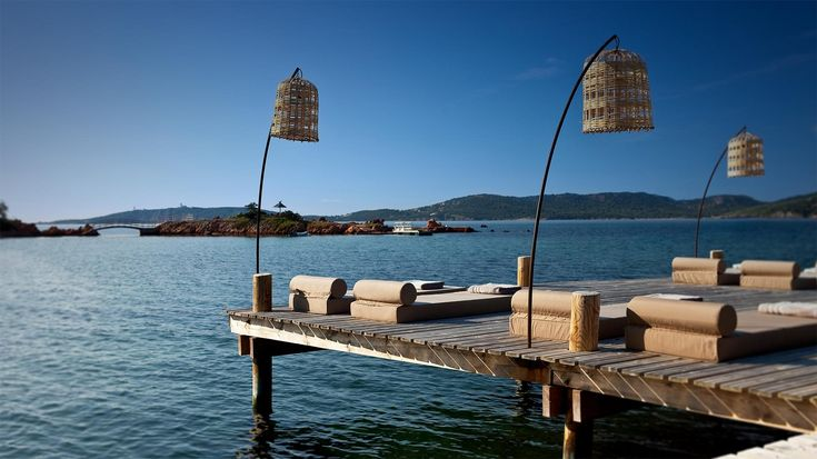 Hotel de luxe en Corse du sud, le Grand Hotel de Cala Rossa est un hotel 4 étoiles en bord de mer avec spa et restaurant gastronomique donnant sur le Golfe de Porto Vecchio.