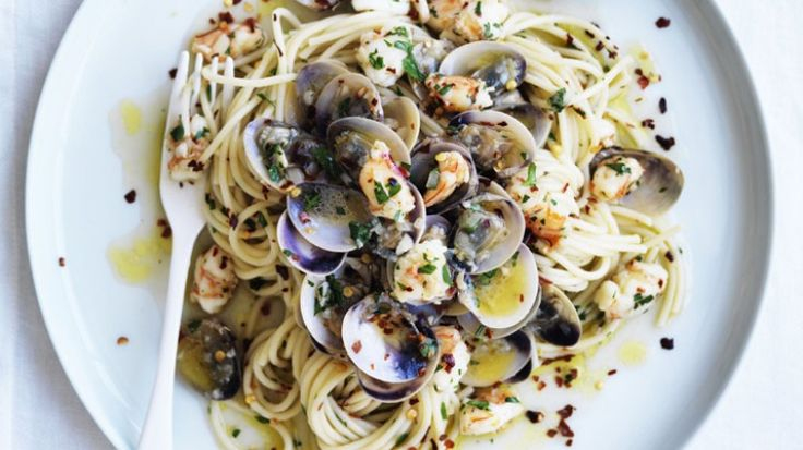 Spaghetti with prawns, clams and chilli